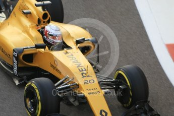World © Octane Photographic Ltd. Renault Sport F1 Team RS16 - Kevin Magnussen. Friday 25th November 2016, F1 Abu Dhabi GP - Practice 2, Yas Marina circuit, Abu Dhabi. Digital Ref :