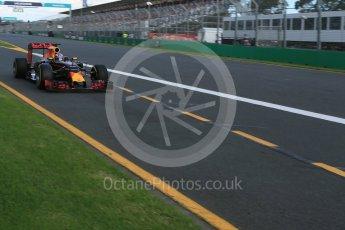 World © Octane Photographic Ltd. Red Bull Racing RB12 – Daniel Ricciardo. Sunday 20th March 2016, F1 Australian GP Race, Melbourne, Albert Park, Australia. Digital Ref : 1524LB5D2279