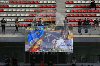 World © Octane Photographic Ltd. McLaren Honda – Fernando Alonso fans. Tuesday 1st March 2016, F1 Winter testing, Circuit de Barcelona Catalunya, Spain, Day 5. Digital Ref : 1508LB1D5087
