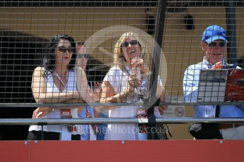 World © Octane Photographic Ltd. Fans watching from Rascasse Cafe. Saturday 28th May 2016, F1 Monaco GP Qualifying, Monaco, Monte Carlo. Digital Ref : 1569CB1D8186