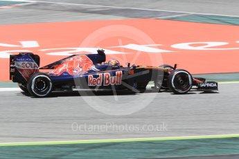 World © Octane Photographic Ltd. Scuderia Toro Rosso STR11 – Daniil Kvyat. Friday 13th May 2016, F1 Spanish GP Practice 2, Circuit de Barcelona Catalunya, Spain. Digital Ref : 1539CB1D8144