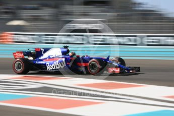 World © Octane Photographic Ltd. Formula 1 - Abu Dhabi Grand Prix - Friday Practice 1. Brendon Hartley - Scuderia Toro Rosso STR12. Yas Marina Circuit, Abu Dhabi. Friday 24th November 2017. Digital Ref: