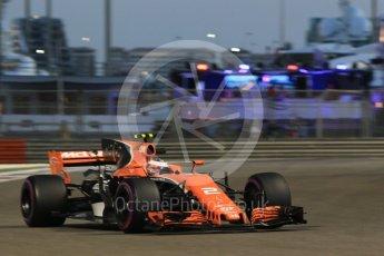 World © Octane Photographic Ltd. Formula 1 - Abu Dhabi Grand Prix - Friday - Practice 2. Stoffel Vandoorne - McLaren Honda MCL32. Yas Marina Circuit, Abu Dhabi. Friday 24th November 2017. Digital Ref: 2003CB1L6753