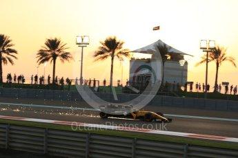 World © Octane Photographic Ltd. Formula 1 - Abu Dhabi Grand Prix - Friday - Practice 2. Carlos Sainz - Renault Sport F1 Team R.S.17. Yas Marina Circuit, Abu Dhabi. Friday 24th November 2017. Digital Ref: 2003LB2D8576