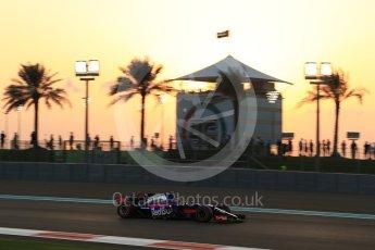 World © Octane Photographic Ltd. Formula 1 - Abu Dhabi Grand Prix - Friday - Practice 2. Brendon Hartley - Scuderia Toro Rosso STR12. Yas Marina Circuit, Abu Dhabi. Friday 24th November 2017. Digital Ref: 2003LB2D8612