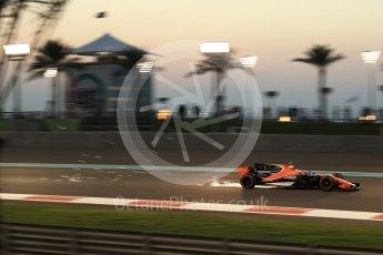 World © Octane Photographic Ltd. Formula 1 - Abu Dhabi Grand Prix - Friday - Practice 2. Stoffel Vandoorne - McLaren Honda MCL32. Yas Marina Circuit, Abu Dhabi. Friday 24th November 2017. Digital Ref: 2003LB2D9359