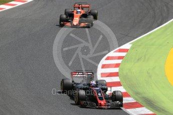 World © Octane Photographic Ltd. Formula 1 - Spanish Grand Prix Race. Romain Grosjean - Haas F1 Team VF-17 and Fernando Alonso - McLaren Honda MCL32. Circuit de Barcelona - Catalunya, Spain. Sunday 14th May 2017. Digital Ref:1825LB2D8908