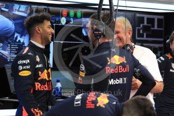 World © Octane Photographic Ltd. Formula 1 - Singapore Grand Prix - Practice 3. Daniel Ricciardo - Red Bull Racing RB13 and Helmut Marko - advisor to the Red Bull GmbH Formula One Teams and head of Red Bull's driver development program. Marina Bay Street Circuit, Singapore. Saturday 16th September 2017. Digital Ref:1962LB1D1272