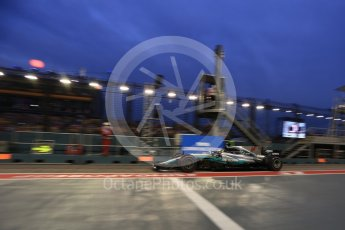 World © Octane Photographic Ltd. Formula 1 - Singapore Grand Prix - Practice 3. Lewis Hamilton - Mercedes AMG Petronas F1 W08 EQ Energy+. Marina Bay Street Circuit, Singapore. Saturday 16th September 2017. Digital Ref:1962LB2D1924