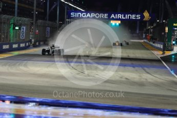 World © Octane Photographic Ltd. Formula 1 - Singapore Grand Prix - Race. Lewis Hamilton leads after the 1st lap - Mercedes AMG Petronas F1 W08 EQ Energy+. Marina Bay Street Circuit, Singapore. Sunday 17th September 2017. Digital Ref: