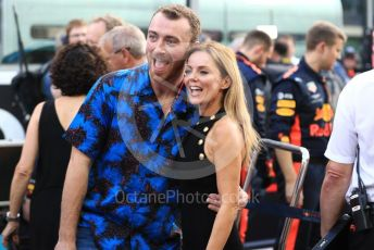World © Octane Photographic Ltd. Formula 1 - Abu Dhabi GP - Grid. Geri Horner and Sam Smith. Yas Marina Circuit, Abu Dhabi. Sunday 25th November 2018.