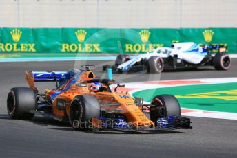 World © Octane Photographic Ltd. Formula 1 – Abu Dhabi GP - Practice 3. McLaren MCL33 – Fernando Alonso and Williams Martini Racing FW41 – Sergey Sirotkin. Yas Marina Circuit, Abu Dhabi. Saturday 24th November 2018.