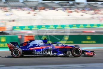 World © Octane Photographic Ltd. Formula 1 –  Abu Dhabi GP - Practice 3. Scuderia Toro Rosso STR13 – Brendon Hartley. Yas Marina Circuit, Abu Dhabi. Saturday 24th November 2018.