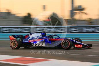 World © Octane Photographic Ltd. Formula 1 –  Abu Dhabi GP - Qualifying. Scuderia Toro Rosso STR13 – Brendon Hartley. Yas Marina Circuit, Abu Dhabi. Saturday 24th November 2018.