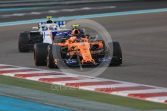 World © Octane Photographic Ltd. Formula 1 –  Abu Dhabi GP - Race. McLaren MCL33 – Stoffel Vandoorne and Williams Martini Racing FW41 – Sergey Sirotkin. Yas Marina Circuit, Abu Dhabi. Sunday 25th November 2018.