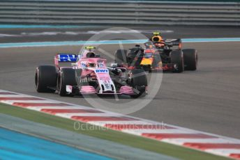 World © Octane Photographic Ltd. Formula 1 –  Abu Dhabi GP - Race. Racing Point Force India VJM11 - Esteban Ocon and Aston Martin Red Bull Racing TAG Heuer RB14 – Max Verstappen. Yas Marina Circuit, Abu Dhabi. Sunday 25th November 2018.