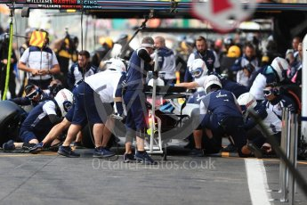 World © Octane Photographic Ltd. Formula 1 – Belgian GP - Practice 3. Williams Martini Racing FW41 mechanics do a practice pit stop. Spa-Francorchamps, Belgium. Saturday 25th August 2018.