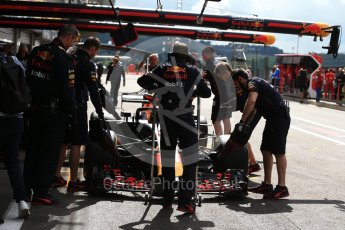 World © Octane Photographic Ltd. Formula 1 – Belgian GP - Practice 3. Aston Martin Red Bull Racing TAG Heuer RB14 mechanics. Spa-Francorchamps, Belgium. Saturday 25th August 2018.