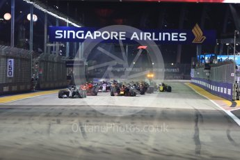World © Octane Photographic Ltd. Formula 1 – Singapore GP – Race. Mercedes AMG Petronas Motorsport AMG F1 W09 EQ Power+ - Lewis Hamilton leads races start. Marina Bay Street Circuit, Singapore. Sunday 16th September 2018.