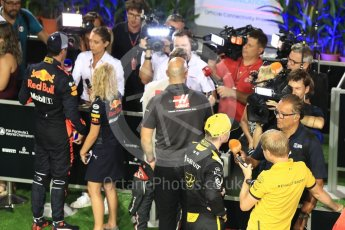 World © Octane Photographic Ltd. Formula 1 – Singapore GP - Qualifying. Aston Martin Red Bull Racing TAG Heuer RB14 – Daniel Ricciardo and Renault Sport F1 Team RS18 – Nico Hulkenberg. Marina Bay Street Circuit, Singapore. Saturday 15th September 2018.
