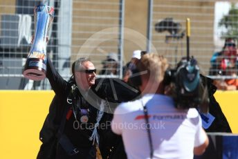 World © Octane Photographic Ltd. Formula 1 – United States GP - Grid. Parachuter brings the winners trophy. Circuit of the Americas (COTA), USA. Sunday 21st October 2018.