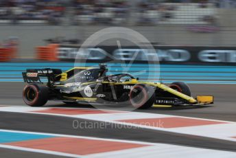 World © Octane Photographic Ltd. Formula 1 – Abu Dhabi GP - Qualifying. Renault Sport F1 Team RS19 – Daniel Ricciardo. Yas Marina Circuit, Abu Dhabi, UAE. Saturday 30th November 2019.