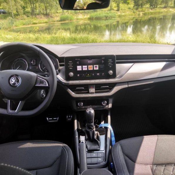 Škoda Scala test recenze pohled na interiér palubovka