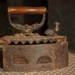 Stare żelazko i nowy mercedes, czyli świętość