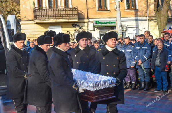 В Одессе прощаются со спасателем-героем Сергеем Шатохиным ...