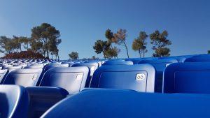 כסאות כחולים