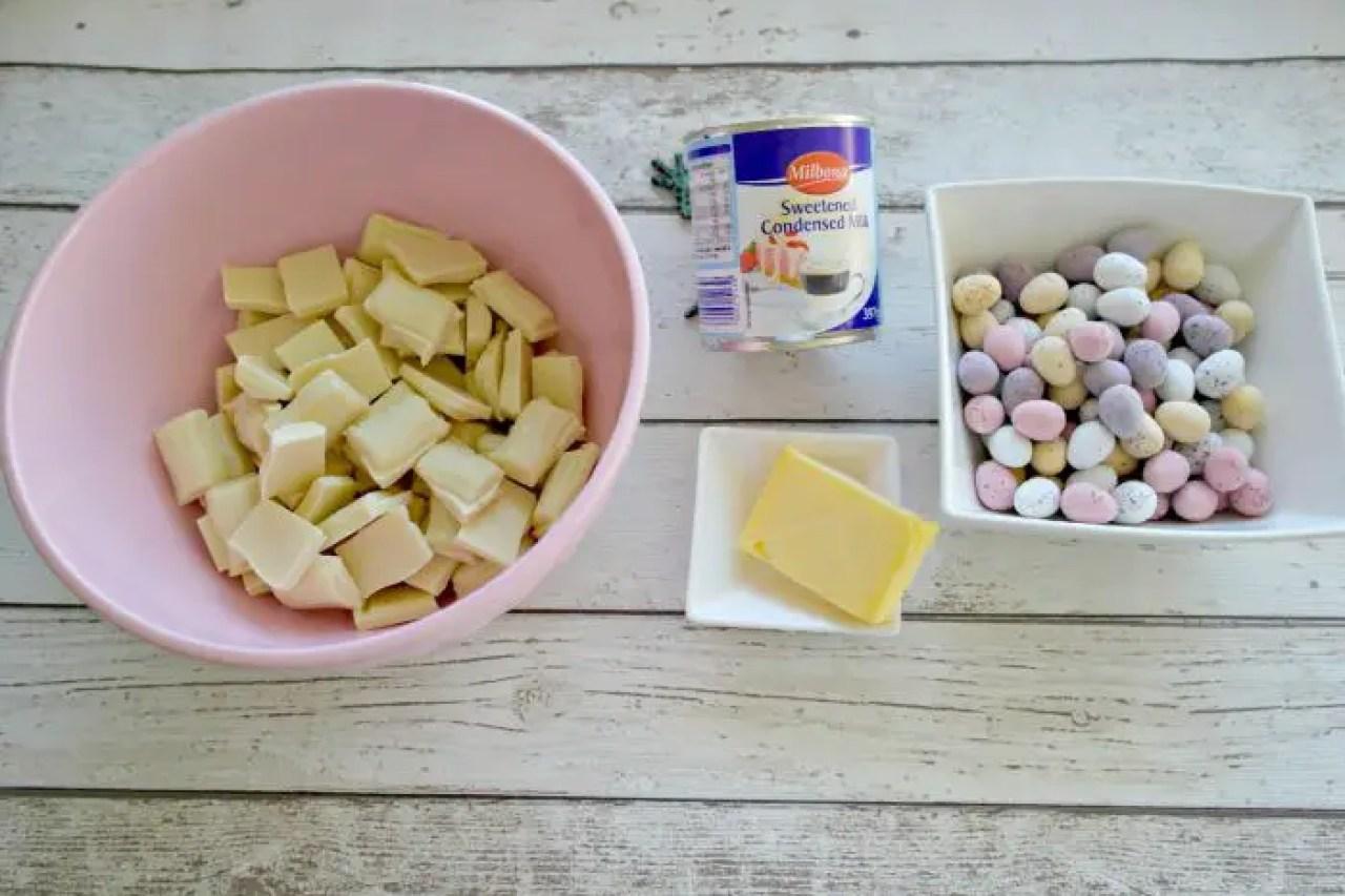Three Ingredients Easter Fudge | Ingredients http://oddhogg.com