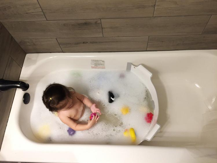 Baby Dam A Bathtub Water Divider That Saves Water While Bathing Your Kids