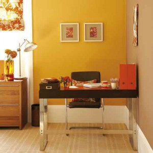 feng-_shui_home_office_with_desk_in_right_position-300x300