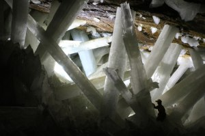 giant-crystal-cave-naica-mexico