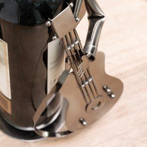 Guitarist-by-Homania-Metallinen-Viinipulloteline-1
