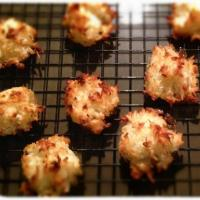 Lemony Coconut Macaroons – A remedy for pesky extra egg whites