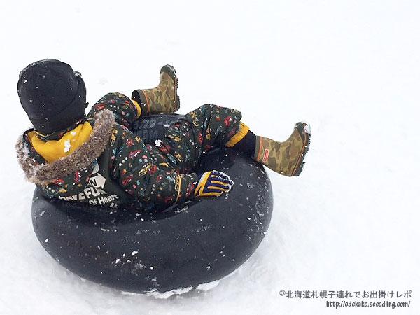 チューブそりに興奮!冬の旭川スタルヒン球場「ちびっこスキー場」へ行って来ました。