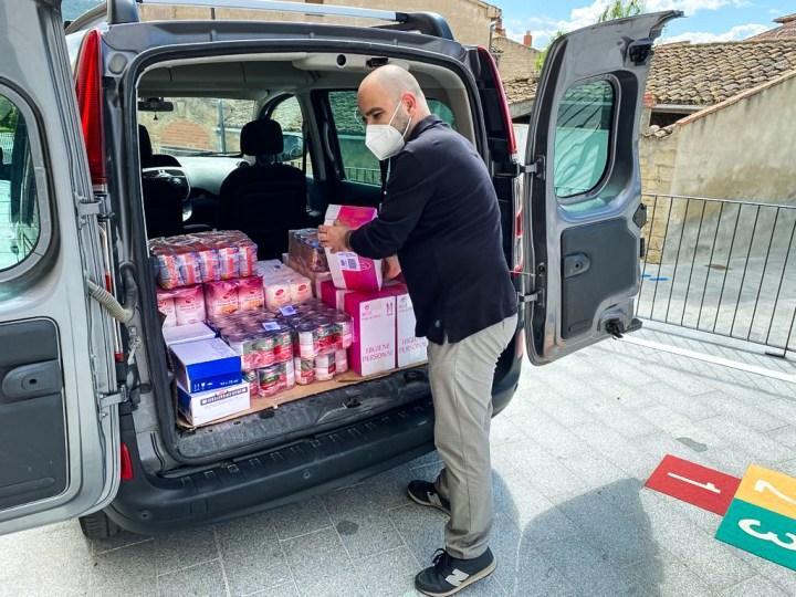 Primera donació al banc d'aliments