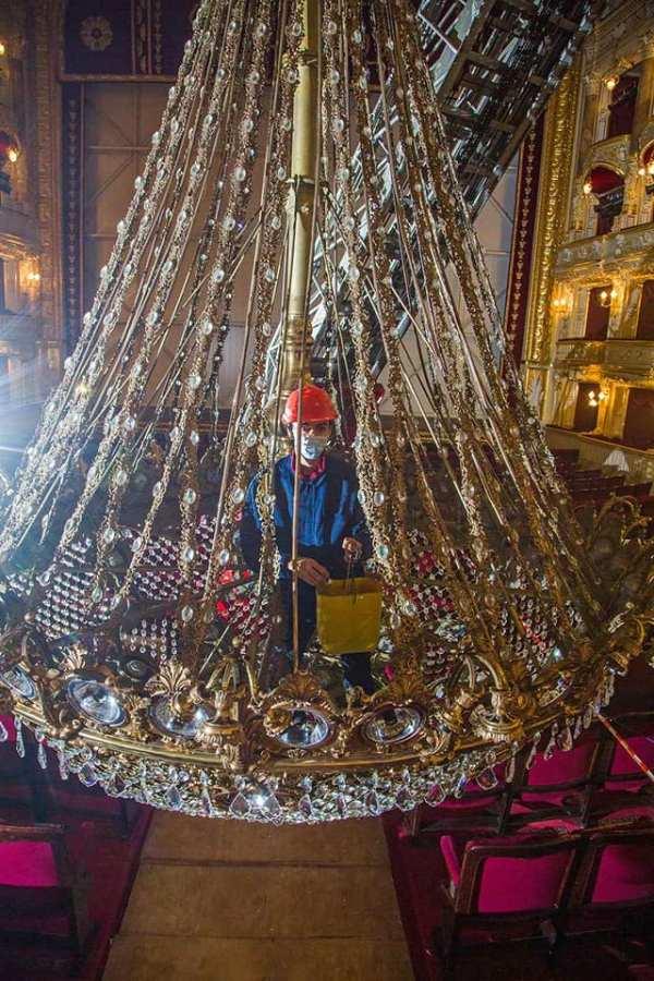 Пока идет карантин: в Одесском оперном театре чистят 12 ...