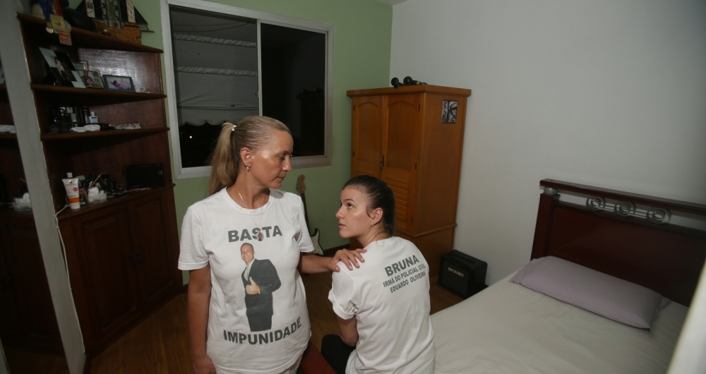 Rose Vieira, mãe de Eduardo, e a irmã Bruna Vieira viraram amigas de Marielle após o suporte dela no caso