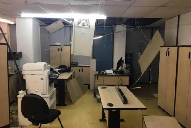 Teto de gabinete na Alerj do deputado estadual Chicão Bulhões caiu no fim de semana