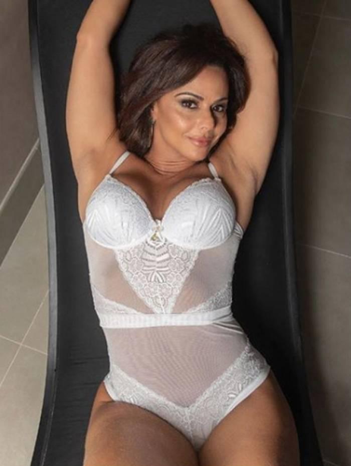 1 vivi3 10735064 - Viviane Araújo arranca suspiros em campanha de lingerie