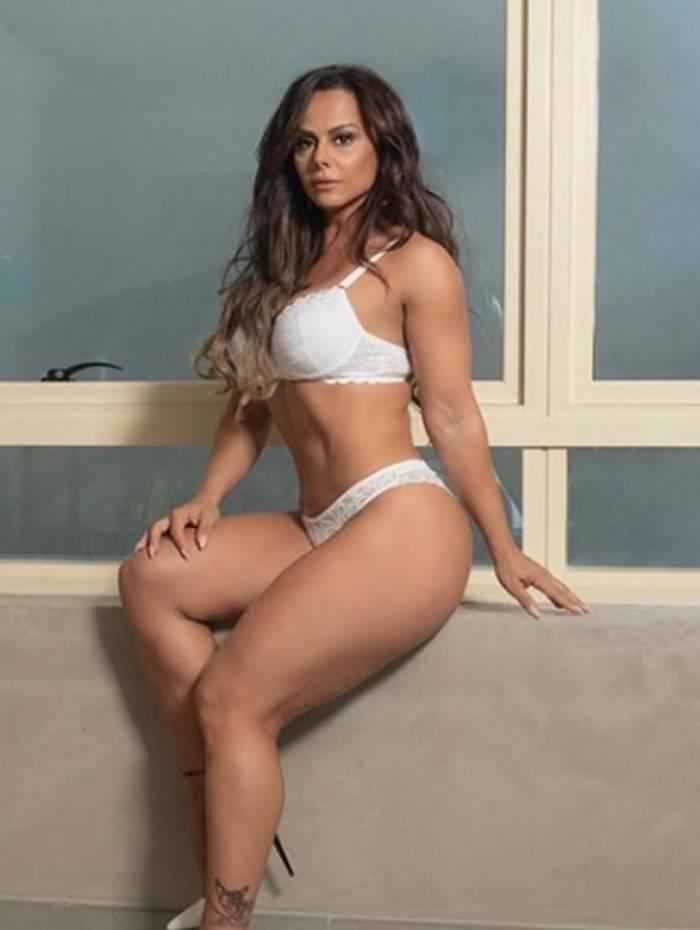 1 vivi6 10734939 - Viviane Araújo arranca suspiros em campanha de lingerie