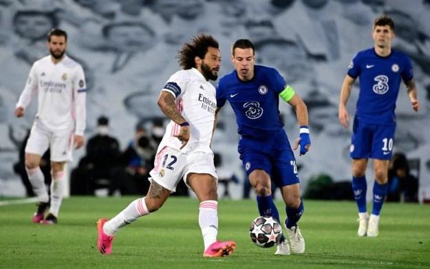 Com a braçadeira de capitão, Marcelo voltou ao time titular do Real Madrid no empate com o Chelsea, mas segue com o futuro incerto no clube
