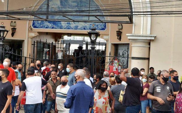 Funcionários foram barrados no portão de São Januário