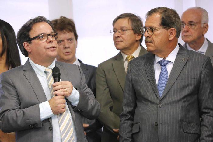 Presidente Tutmés Airan discursa durante posse; ao lado, corregedor nacional Humberto Martins. (Foto: Itawi Albuquerque)