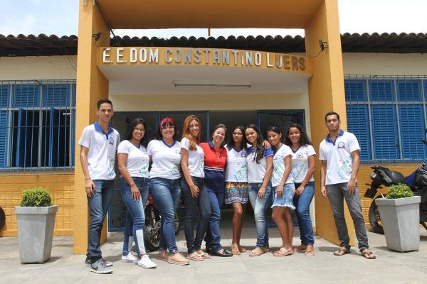 Alunos da Escola Estadual Dom Constantino Luers receberam até kits no dia da prova do Enem (Foto: Valdir Rocha)