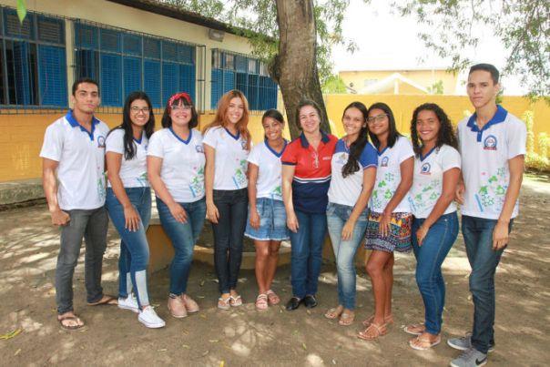 Alunos da Escola Estadual Dom Constantino Luers receberam até kits no dia da prova do Enem (Foto:Valdir Rocha)