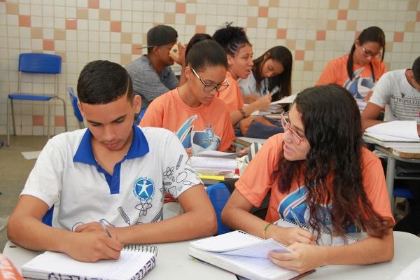Candidatos devem garantir sua vaga na modalidade EJA (Foto: Valdir Rocha)