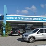 Vândalo quebra vidro de coletivo em Maceió